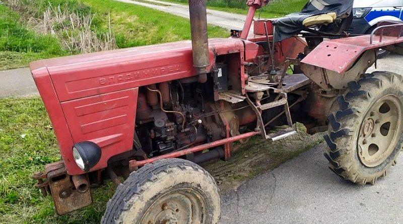 Traktorzysta z promilami i bez uprawnień